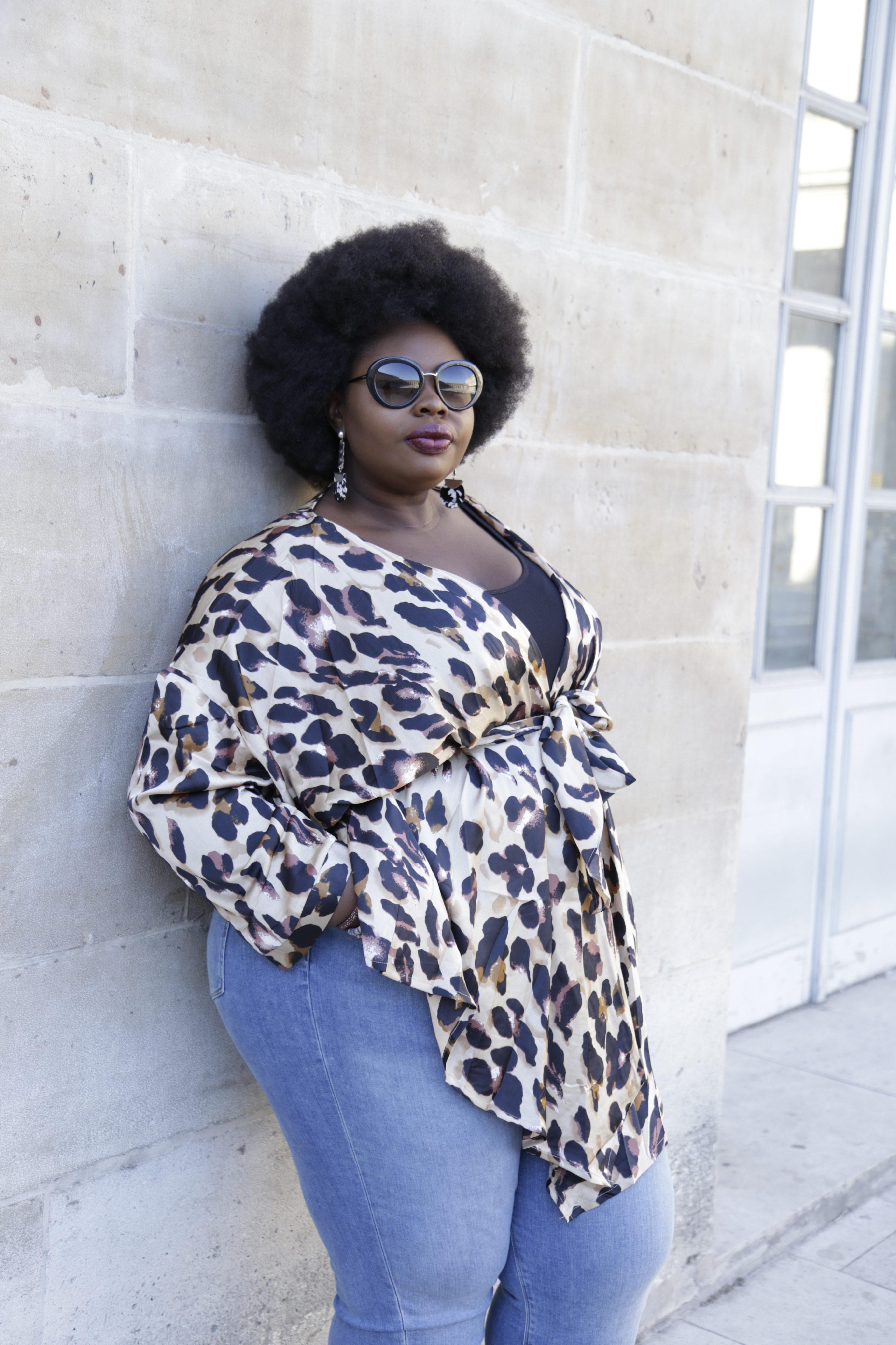 c0d1fa8c4375a Je porte   chemisier-kimono PrettyLittleThing   Boucles d oreilles Monki    top Fashion to Figure   Lunettes Prada   Jeans Asos Curve (offert par la  marque) ...